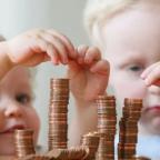 Дополнительные 10 тысяч рублей семьям с детьми до 16 лет